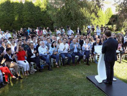 Alberto Núñez Feijóo anuncia su renuncia a liderar el PP.