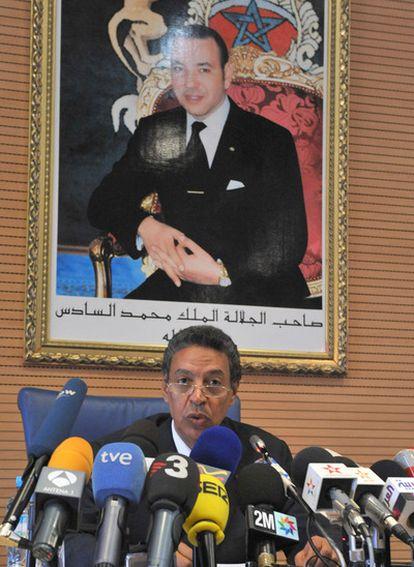 El ministro del Interior marroquí, Taib Cherkaoui, hace balance de las manifestaciones de ayer en una rueda de prensa en Rabat.