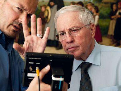 Christophe Blocher junto al director del documental sobre su figura.