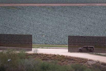Valla fronteriza con México en McAllen, Texas
