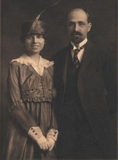 Zenobia Camprubí y Juan Ramón Jiménez, fotografiados el 2 de marzo de 1916, día de su boda en la Iglesia de St. Stephen en Nueva York.