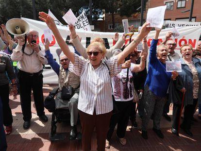 Manifestación de los afectados por el Plan Permuta de viviendas de Alcorcón en mayo de 2019.