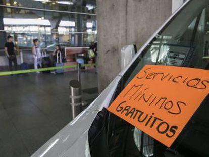 El gremio pide a Fomento que limite las licencias de VTC, que usan las compañías Uber y Cabify