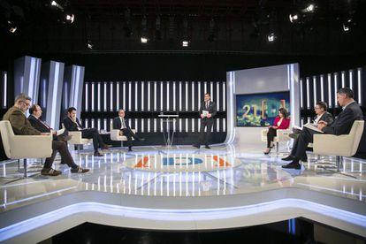 Debate electoral en Television Española con los candidatos Jordi Turull (Junts per Cataluña), Carles Riera (Cup), Inés Arrimadas (Ciudadanos), Roger Torrent (ERC), Miquel Iceta (PSC), Xavier Domenech (Cataluña en Comu), Xavier Garcia Albiol (PP).