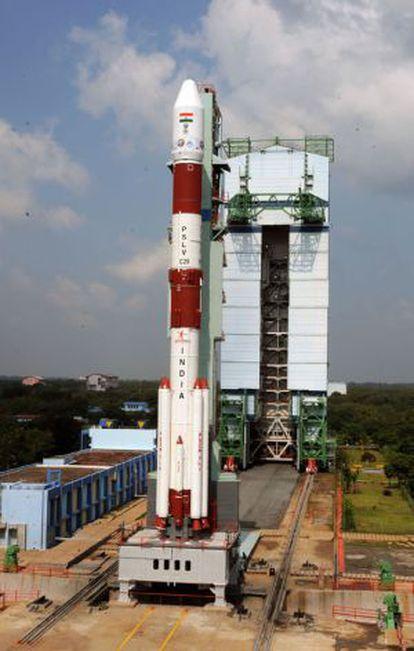 El cohete PSLV XL, con la nave interplanetaria 'MOM', en el Centro Espacial Vikram Sarabhai, en India.