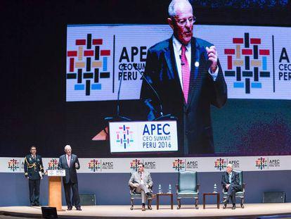 El presidente de Perú, Pedro Pablo Kuczynski, abre la cumbre de la APEC en Lima.