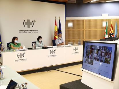La ministra de Sanidad, Carolina Darías (centro), durante la reunión del Consejo Interterritorial del Sistema Nacional de Salud, este miércoles.