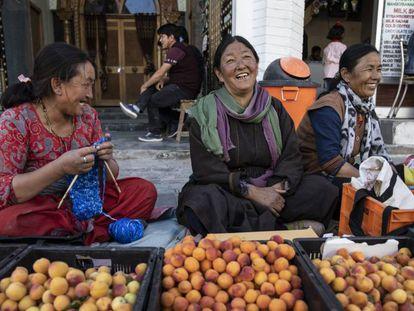 Vendedoras callejeras en Ladakh, India.