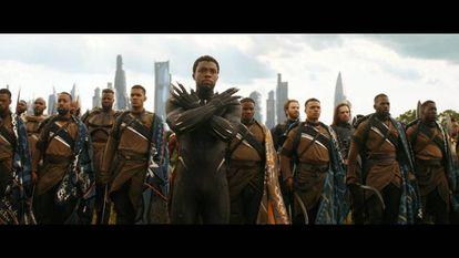 El símbolo de 'Wakanda para siempre', popularizado en 'Black Panther'.