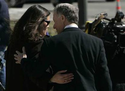 Lewis Libby, con su esposa, Harriet Grant, el pasado martes en Washington.