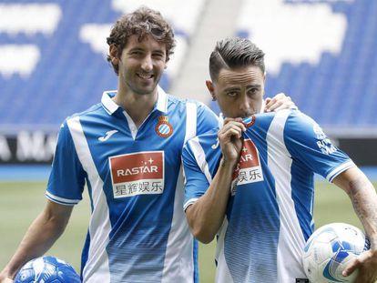 El centrocampista Esteban Granero (i) y el delantero Sergio García (d).