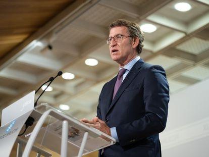 El presidente del Gobierno gallego, Alberto Núñez Feijóo, en la rueda de prensa tras la reunión semanal del Consello da Xunta, este jueves en Santiago.