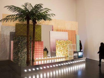 'Farsa y artificio', la obra de Melanie Smith que da título a la exposición del Macba.