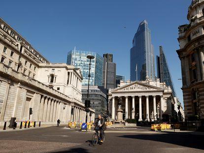 La sede del Banco de Inglaterra, en el centro financiero de Londres, durante el confinamiento.
