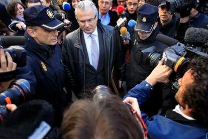 El juez Baltasar Garzón a su llegada al tribunal Supremo, el 7 de marzo, donde fue a declarar por segunda vez por el caso de las escuchas a miembros de la trama Gürtel.