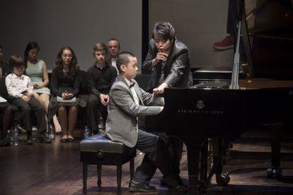 Lang Lang en la clase magistral con 15 niños en el Auditori de Barcelona