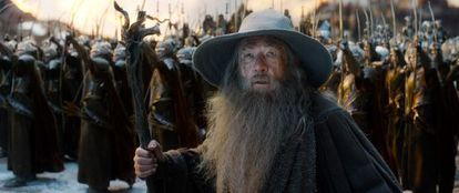 El actor Ian McKellen como Gandalf en 'El Hobbit: la batalla de los cinco ejércitos'.