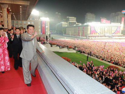 El líder de Corea del Norte, Kim Jong-un, durante el desfile.