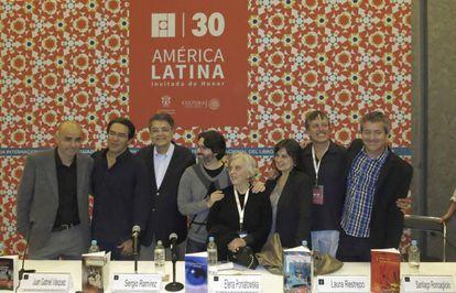 Eduardo Sacheri, Juan Gabriel Vásquez, Sergio Ramírez, Andrés Neuman, Elena Poniatowska, Laura Restrepo, Xavier Velasco y Santiago Roncagliolo.