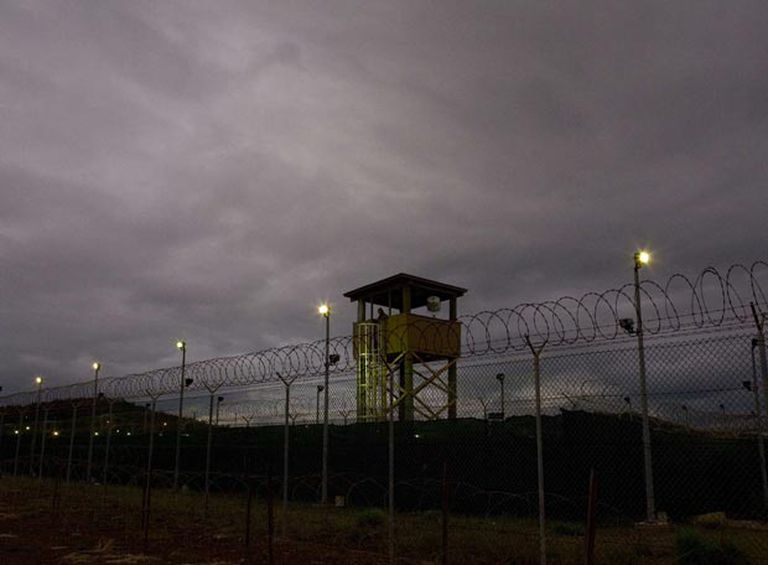 Torre de vigilancia de la cárcel de la base estadounidense de Guantánamo (Cuba).