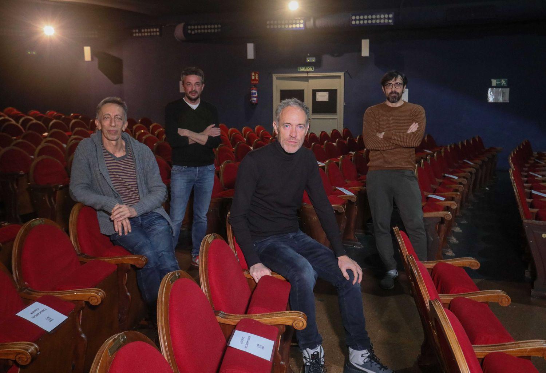 Los cuatro propietarios en alquiler del Teatro Pavón, que en las próximas fechas abandonan al no poder seguir con dicho pago. De izq a dcha, Aitor Tejada, Jordi Buxó, Miguel del Arco e Israel Elejalde.