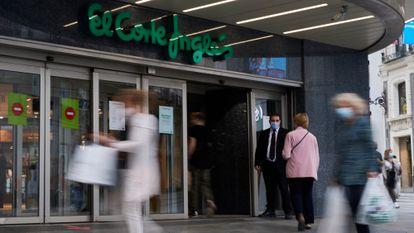 Entrada a una de los centros de El Corte Inglés en Madrid.