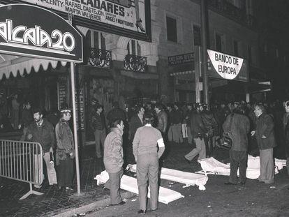 Labores de rescate de las víctimas del incendio de la discoteca Alcalá 20 la madrugada del 17 de diciembre de 1983.