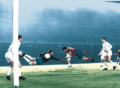 Evaristo gana la acción a Vicente y cabecea el gol de la victoria del Barcelona con Casado, bajo los palos, y Marquitos como testigos.