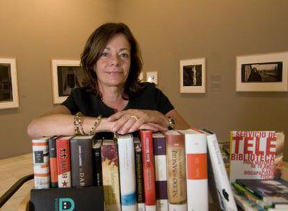 Isabel Rosell en la sala de exposiciones Alcalá 31, donde se muestran las fotografías de Annie Leibovitz.