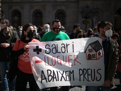 Manifestación de la Plataforma de Afectados por la Hipoteca en la plaza Sant Jaume de Barcelona, el pasado mes de marzo.