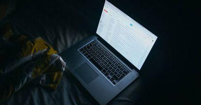 Un portátil de Apple.