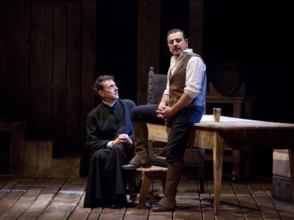 Pere Ponce y Marcial Álvarez, en la adaptación teatral de 'Los pazos de Ulloa'.