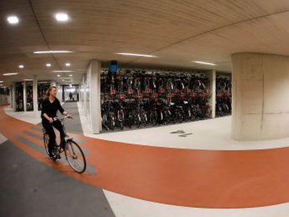 Los 17 millones de habitantes del país poseen 23 millones de bicicletas, un récord mundial
