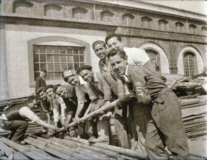 Voluntarios en un campo de trabajo del SUT en Bazán, en 1955.