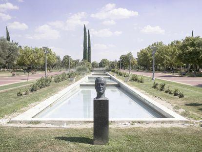 Busto de Juan Carlos I en un parque de Pinto que, de prosperar una moción municipal la semana que viene, será retirado, este viernes.