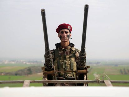 Un miliciano sirio se entrena el domingo en la provincia de Alepo.