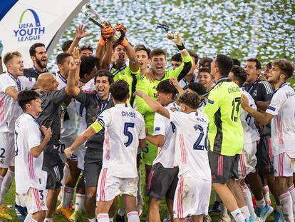 Los jugadores del Real Madrid celebran el título de la temporada pasada.