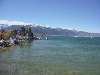 El lago Mono, en California, uno de los lagos carbonatados estudiados para entender la disponibilidad de fósforo para la biogénesis.