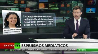 El periodista Semión Sénderov durante un noticiero del canal en español RT.