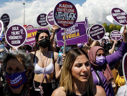 Protesta en Estambul contra la retirada turca del convenio europeo contra la violencia machista el pasado 19 de junio.