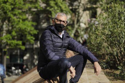 René Pérez, multado por el Ayuntamiento de Barcelona por anunciar una habitación de su vivienda en Airbnb.