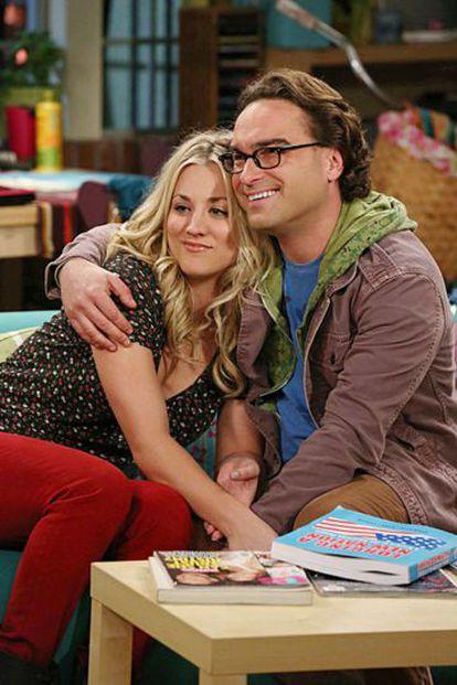 Kaley Cuoco (Penny) y Johnny Galecki (Leonard) en 'The big bang theory'.