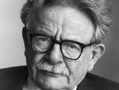 El escritor Elias Canetti  circa 1985: Headshot portrait of Bulgarian-born author Elias Canetti (1905 - 1994). Canetti won the Nobel Prize for Literature in 1981. (Photo by Horst Tappe/Hulton Archive/Getty Images)