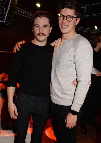 Kit Harington junto a su hermano Jack.