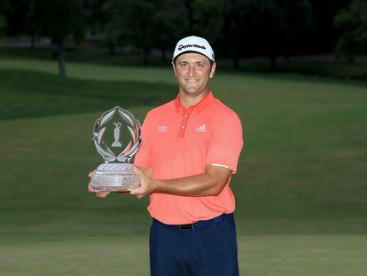 Rahm, con el trofeo del Memorial Tournament.