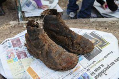Las botas que llevaba Perfecto de Dios cuando lo mataron. Tenía 19 años.