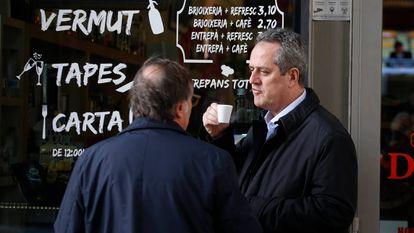 Joaquin Forn toma un café en Barcelona, esta semana, cerca de la empresa donde trabaja.