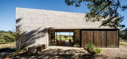 Designed by Pérez Palacios Arquitectos, this austere single-family home in Aculco, northwest of Mexico City, gives all prominence to the surrounding landscape.