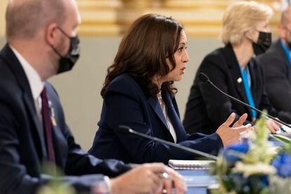El vicepresidente Harris ofreció el lunes una reunión con el presidente Giammattei en Guatemala con miembros de su delegación.