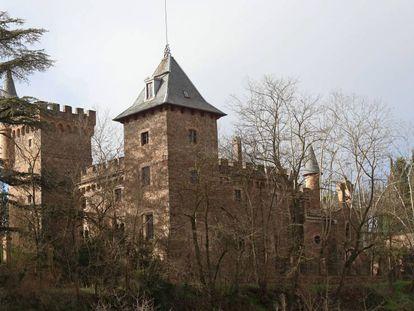 El castillo de Perafita tomada desde el camino que conduce al Castellnou.
